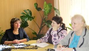 Пресс-конференция председателя комитета по культуре администрации Камышина М. Я. Тарановой (слева)