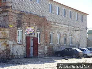 Реальное училище на Астраханской (Республиканской) улице. Начало XX века. Вверху - каким было в прошлом; внизу - современный вид здания, достроенного и перестроенного.